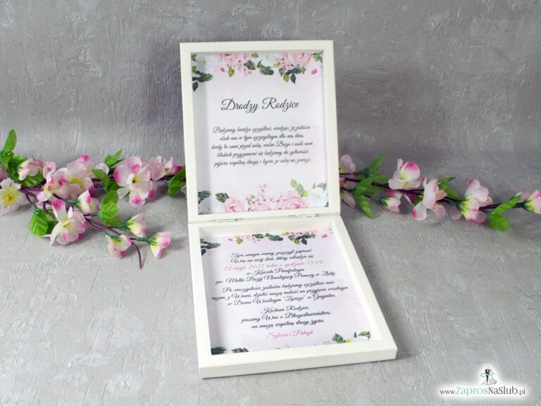 Prośba o błogosławieństwo dla rodziców w drewnianym pudełeczku z białymi i różowymi kwiatami oraz geometrycznym sercem POB-41-12 - ZaprosNaSlub