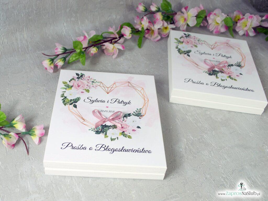 Prośba o błogosławieństwo z różowymi kwiatami w drewnianym pudełeczku POB-41-12