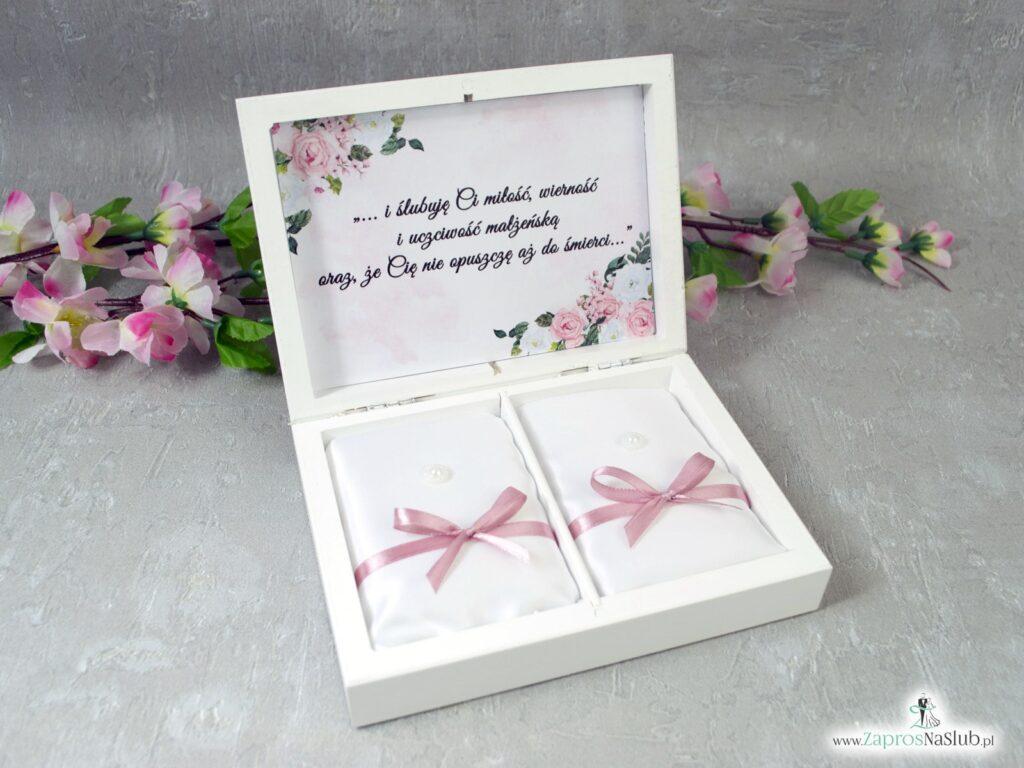 Biała drewniana szkatułka na obrączki z kwiatami i geometrycznym sercem PNO-41-12