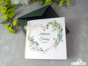 Zaproszenia ślubne boho z geometrycznym sercem, białym piórkiem i zielonymi liśćmi. ZAP-41-26